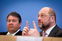 Der Präsident des Europäischen Parlamentes Martin Schulz und Bundeswirtschaftsminister und Vizekanzler Sigmar Gabriel (SPD) geben am Montag (05.05.14) in Berlin in der Bundespressekonferenz eine Pressekonferenz zur Europawahl.