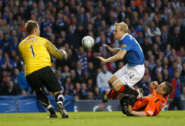Steven Naismith puts in a challenge on keeper Dusan Pernis