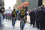 George Bennett (NZL) and Team LottoNL-Jumbo arrive at sign on before the start of the 112th edition of Il Lombardia 2018, the final monument of the season running 241km from Bergamo to Como, Lombardy, Italy. 13th October 2018.<br /> Picture: Eoin Clarke | Cyclefile<br /> <br /> <br /> All photos usage must carry mandatory copyright credit (© Cyclefile | Eoin Clarke)