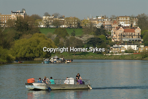 Hammertons Ferry across River Thames at Richmond. It crossrs from near Ham House in Ham to near Marble Hill House in Twickenham London. UK