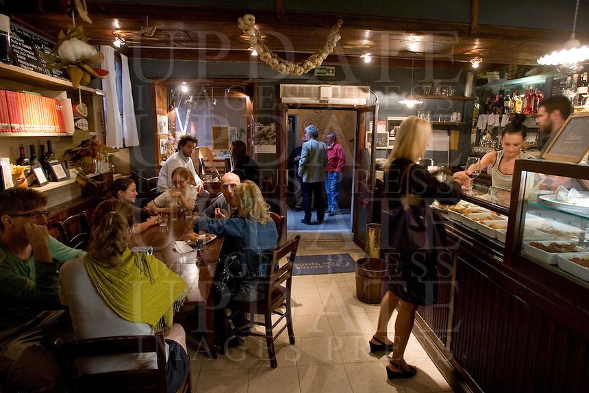 Interno dell'osteria Cantina do Spade a Venezia.<br /> Interior of the Cantina do Spade osteria in Venice.<br /> UPDATE IMAGES PRESS/Riccardo De LucaInterior of the Cantina do Spade restaurant in Venice.<br /> UPDATE IMAGES PRESS/Riccardo De Luca