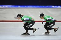 SCHAATSEN: HEERENVEEN: Thialf, 25-06-2012, Zomerijs, TVM schaatsploeg, Ireen Wüst, Linda de Vries, ©foto Martin de Jong