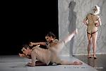 """""""L'entrouvert""""(création - 20 à 25 mn)/ ....chroégraphie : Christine Bastin.. Junior Ballet Contemporain du conservatoire National Supérieur de musique et de Danse de Paris....Le 5 decembre 2008..Conservatoire National Supérieur de musique et de Danse de Paris....© Copyright Laurent Paillier / photosdedanse.com , All rights reserved"""