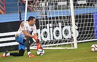 BARRANQUILLA- COLOMBIA - 14-11-2015: David Ospina arquero de la selección Colombia durante el primer entrenamiento en el Polideportivo de la Universidad Autonoma del Caribe antes de su encuentro contra  la selección del Argentina / David Ospina goalkeeper of the selection Colombia during the first training at the Polideportivo of the Universidad  Autonoma del  Caribe before their match against of Argentina. Photo: VizzorImage / Alfonso Cervantes / Cont