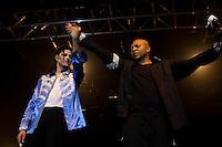 sAO PAULO, 16.11.2014 - TRIBUTO MICHAEL JACKSON - LaVelle Smith é homenageado com uma réplica dele com Michael Jackson durante show tributo ao Rio do Pop na Audio Club em São Paulo. Smith acompanhou Michael Jackson por 23 anos e participou como diretor no show de tributo produzido por Rodrigo Teaser.<br /> <br /> (Foto: Fabricio Bomjardim / Brazil Photo Press)