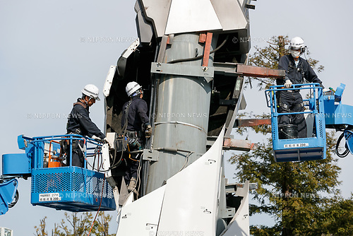 Japanese workers continue dismantling the life-sized statue of Gundam in Odaiba on March 23, 2017, Tokyo, Japan. The current 18-meter tall RX-78-2 Gundam will be replaced with a Unicorn Gundam later this year. (Photo by Rodrigo Reyes Marin/AFLO)