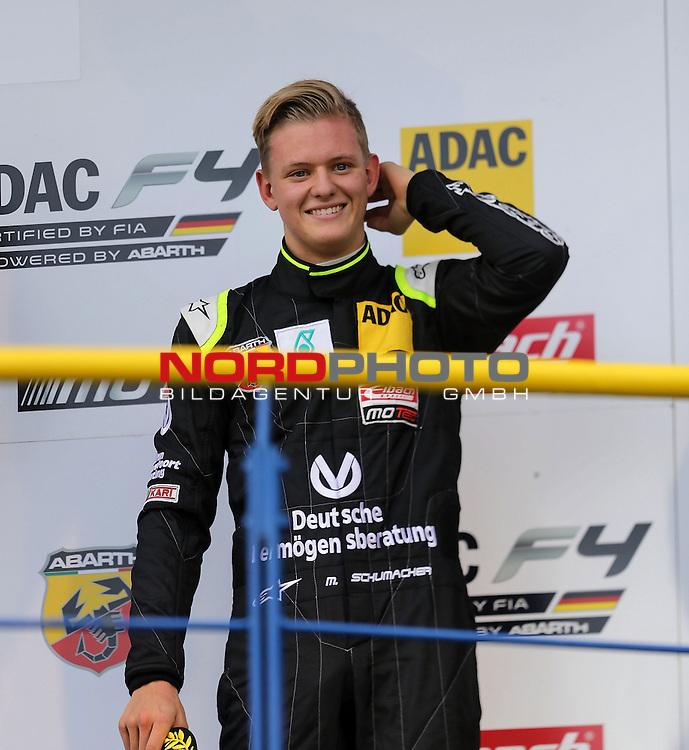 ADAC Formel 4, Oschersleben, 13.09.2015<br /> Podest:<br /> 3.Platz f&uuml;r Mick Schumacher (Sohn von Michael Schumacher) mit den Pokalen f&uuml;r den 3.Platz und als Bester Rookie<br /> <br /> <br /> <br /> Foto &copy; nordphoto /  Bratic
