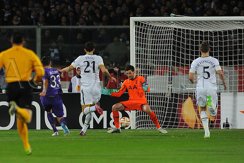 26.02.2015.  Florence, Italy. Europa League Football. Fiorentina versus Tottenham Hotspur. Fiorentina's Mario Gomez scores the 1-0 goal past Lloris after a poor pass from Fazio