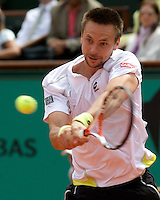 Robin Soderling (SWE) (23) against Fernando Gonzalez (CHI) (12) in the Semifinals of the Men's Singles. Soderling beat Gonzalez 6-3 7-5 5-7 4-6 6-4..Tennis - French Open - Day 13 - Fri 5th June 2009 - Roland Garros - Paris - France..Frey Images, Barry House, 20-22 Worple Road, London, SW19 4DH.Tel - +44 20 8947 0100.Cell - +44 7843 383 012