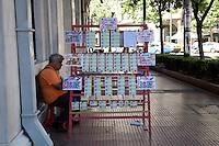 Atene, venditore di biglietti della lotteria