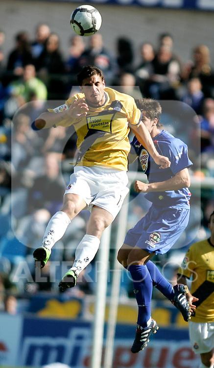Getafe's Adrian Gonzalez against Espanyol's Jose Marques during La Liga match. April 04, 2010. (ALTERPHOTOS/Alvaro Hernandez)