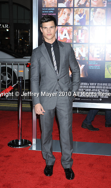 "HOLLYWOOD, CA. - February 08: Taylor Lautner arrives at the ""Valentine's Day"" Los Angeles Premiere at Grauman's Chinese Theatre on February 8, 2010 in Hollywood, California."