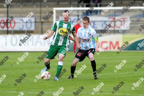 2013-05-25 / Voetbal / seizoen 2012-2013 / Verbroedering Geel-Meerhout - Racing Mechelen / Kevin Spreutels (l. RCM) met Bart Vanhees..Foto: mpics