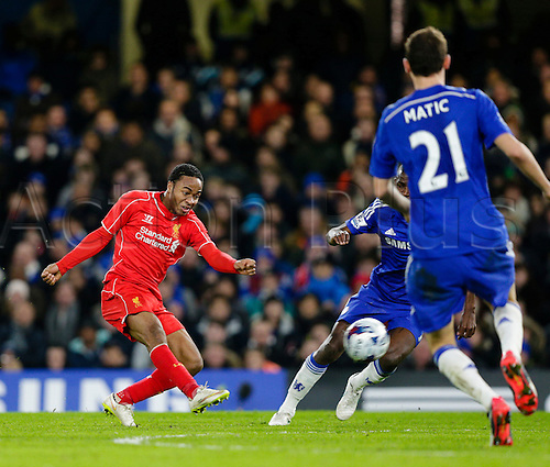 27.01.2015.  London, England. Capital One Cup Semi-Final 2nd leg. Chelsea versus Liverpool.  Liverpool's Raheem Sterling tries a shot from long range