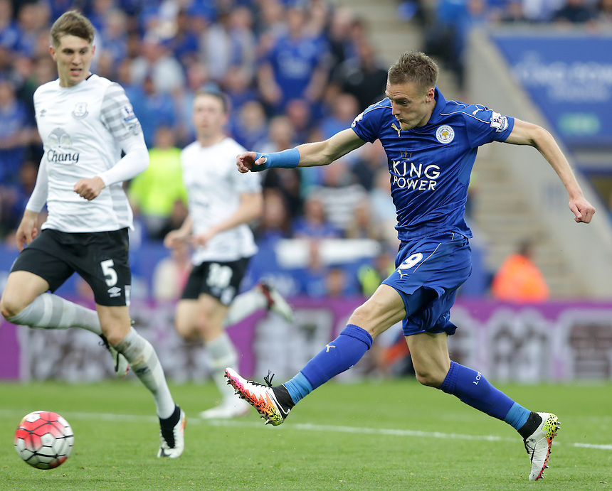 Leicester City's Jamie Vardy sees this shot pushed around the post for a corner<br /> <br /> Photographer Stephen White/CameraSport<br /> <br /> Football - Barclays Premiership - Leicester City v Everton - Saturday 7th May 2016 - King Power Stadium - Leicester<br /> <br /> &copy; CameraSport - 43 Linden Ave. Countesthorpe. Leicester. England. LE8 5PG - Tel: +44 (0) 116 277 4147 - admin@camerasport.com - www.camerasport.com