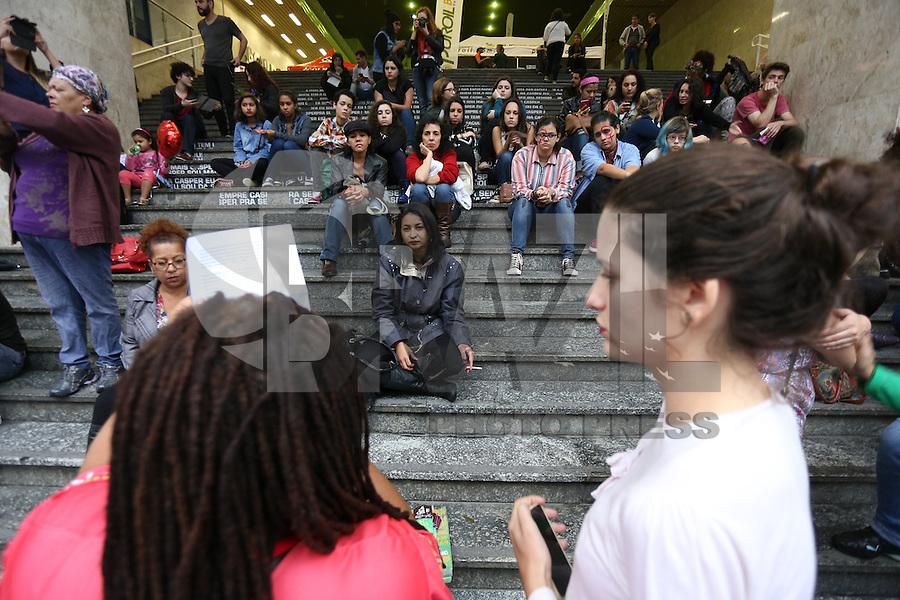 SÃO PAULO, SP, 05.06.2016 - RODA-CONVERSA - Roda de conversa debate contra a cultura do estupro e o machismo na Av. Paulista, região central de São Paulo (SP), neste domingo (5). (Foto: Yuri Alexandre/Brasil Photo Press)