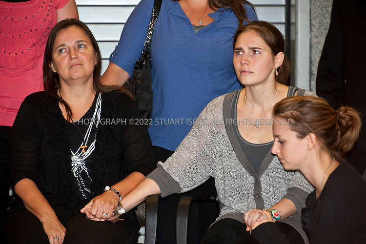 10/4/2011--Seatac, WA, USA..Amanda Knox, with her mother Edda Mellas,  meets the press and speaks to reporters moments after clearing customs at Seattle's Seatac Airport. Seattle Oct. 4th 2011. Amanda Knox arrived back in Seattle at approximately 5pm on British AIrways flight after being acquitted of murder in an Italian court on Monday...©2011 Stuart Isett. All rights reserved.