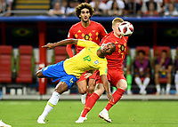 KAZAN - RUSIA, 06-07-2018: FERNANDINHO (Izq) jugador de Brasil disputa el balón con Kevin DE BRUYNE (Der) jugador de Bélgica durante partido de cuartos de final por la Copa Mundial de la FIFA Rusia 2018 jugado en el estadio Kazan Arena en Kazán, Rusia. / FERNANDINHO (L) player of Brazil fights the ball with Kevin DE BRUYNE (R) player of Belgium during match of quarter final for the FIFA World Cup Russia 2018 played at Kazan Arena stadium in Kazan, Russia. Photo: VizzorImage / Julian Medina / Cont