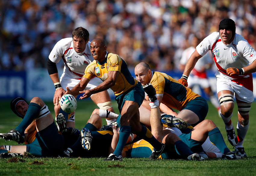 Photo: Richard Lane/Richard Lane Photography..Australia v England. Quarter Final, IRB Rugby World Cup, RWC 2007. 06/10/2007. .Australia's George Gregan passes.