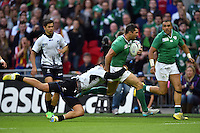 Rob Kearney of Ireland goes on the attack. Rugby World Cup Pool D match between Ireland and Romania on September 27, 2015 at Wembley Stadium in London, England. Photo by: Patrick Khachfe / Onside Images