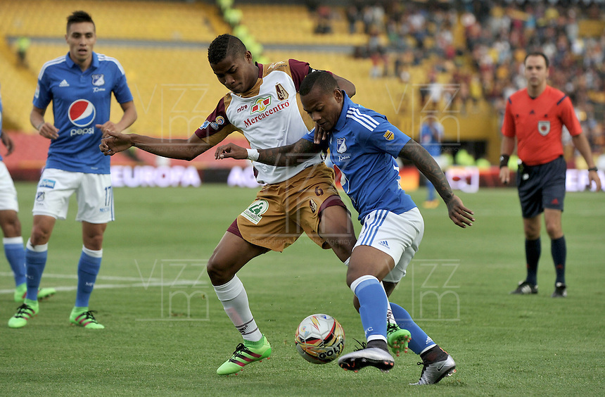 BOGOTA - COLOMBIA -28 - 02 - 2016: Andres Escobar (Der.) jugador de Millonarios disputa el balón con Wilmar Enrique Barrios (Izq) jugador de Deportes Tolima, durante partido de la fecha 5 entre Millonarios Deportes Tolima, de la Liga Aguila I-2016, jugado en el estadio Nemesio Camacho El Campin de la ciudad de Bogota.   / Andres Escobar (R) player of Millonarios vies for the ball with Wilmar Enrique Barrios (L) player of Deportes Tolima, during a match between Millonarios and Deportes Tolima, for the date 7 of the Liga Aguila I-2016 at the Nemesio Camacho El Campin Stadium in Bogota city, Photo: VizzorImage / Luis Ramirez / Staff.