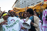 Rifugiati politici e profughi di guerra provenienti dell'Africa orientale, regolarmente riconosciuti dal governo italiano, manifestano per il riconoscimento dei loro diritti. Milano, 22 aprile, 2009<br /> <br /> <br /> Political refugees and war refugees from East Africa, which are regularly recognized by the Italian Government, demonstrate for the recognition of their rights. Milan, April 22, 2009
