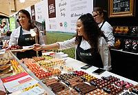 Nederland -  Amsterdam -  2018.  Chocoa Festival in de Beurs van Berlage. Tijdens het Chocoa Festival leer je onder andere over het proces van cacaoboon naar chocoladereep en proef je de enorme verscheidenheid aan smaken van goede cacao en betere chocolade. Patisserie Linnick. Foto mag niet in negatieve context gepubliceerd worden.   Foto Berlinda van Dam / Hollandse Hoogte