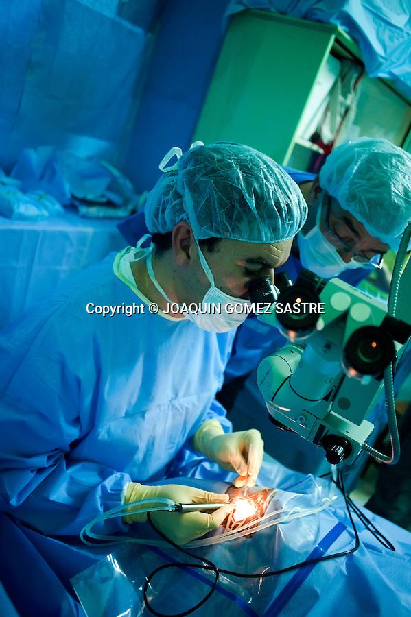 El equipo oftalmologico de la ONGD ACCI. realiza consultas y operaciones en el hospital San Juan de Dios en Afagnan (TOGO).foto © JOAQUIN GOMEZ SASTRE