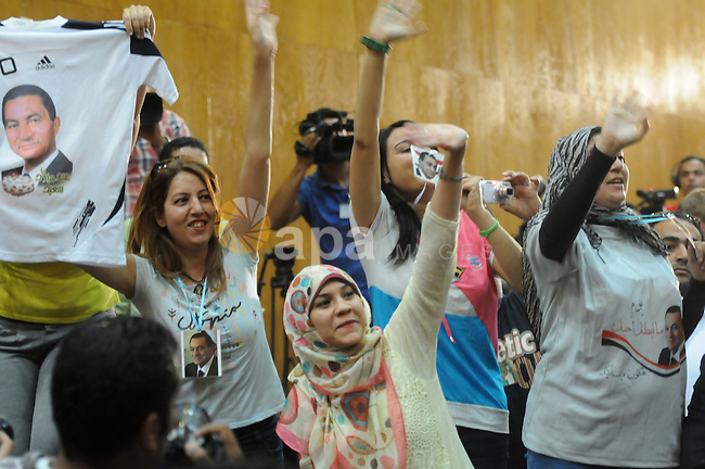 Supporters of ousted Egyptian president Hosni Mubarak hold up a tee-shirt bearing his portrait during his verdict hearing in a retrial for embezzlement on May 9, 2015 in the capital Cairo. The Egyptian court sentenced Mubarak and his two sons to three years in prison. Photo by Stranger