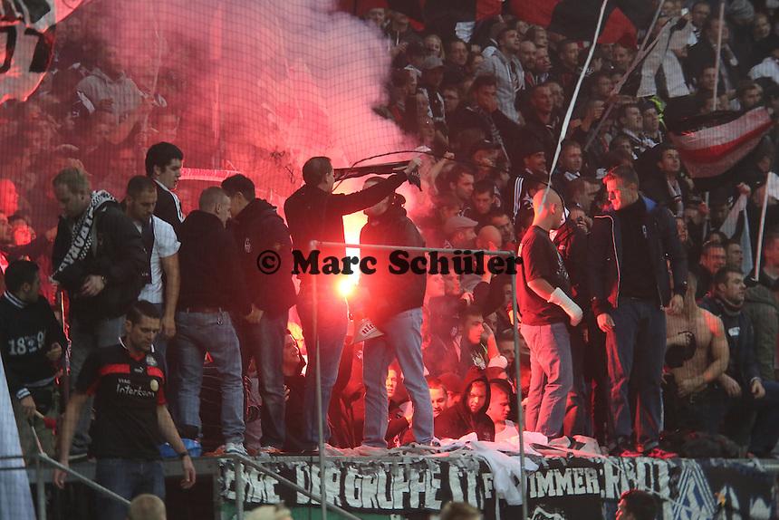 Fans von Eintracht Frankfurt mit Pyrotechnik - 1. Spieltag der UEFA Europa League Eintracht Frankfurt vs. Girondins Bordeaux