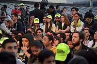 BOGOTA - COLOMBIA, 27-05-2018: Seguidores de Sergio Fajardo a la espera de los resultados finales de las elecciones presidenciales. Las elecciones presidenciales de Colombia de 2018 se celebrarán el domingo 27 de mayo de 2018. El candidato ganador gobernará por un periodo máximo de 4 años fijado entre el 7 de agosto de 2018 y el 7 de agosto de 2022. / Followers of Sergio Fajardo waiting the final results of the presidential elections . Colombia's 2018 presidential election will be held on Sunday, May 27, 2018. The winning candidate will govern for a maximum period of 4 years fixed between August 7, 2018 and August 7, 2022. Photo: VizzorImage / Nicolas Aleman / Cont