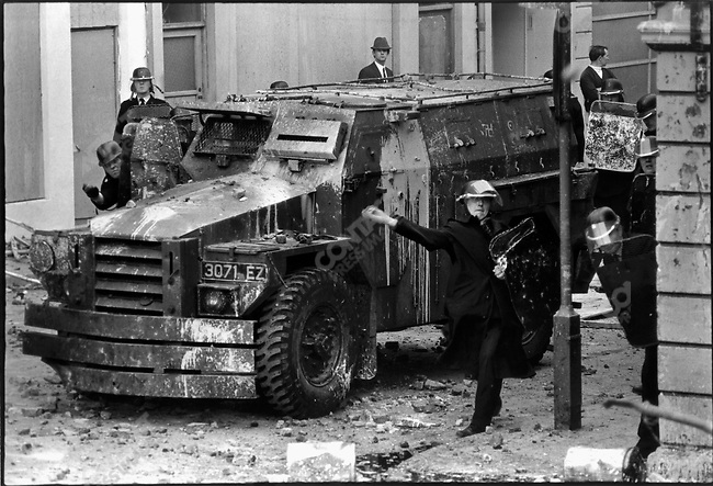 Battle of the Bogside riots between Catholics and the Ulster police, Londonderry, Northern Ireland, August 1969