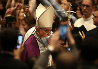Papa Francesco arriva nella Basilica di San Pietro per celebrare la Liturgia Penitenziale. Città del Vaticano, 29 marzo, 2019.<br /> Pope Francis arrives to lead the Liturgy of Penance in Saint Peter's Basilica at the Vatican, on March 29, 2019.<br /> UPDATE IMAGES PRESS/Isabella Bonotto<br /> <br /> STRICTLY ONLY FOR EDITORIAL