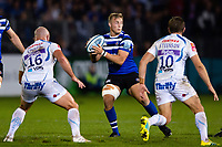 Jack Walker of Bath Rugby looks to pass the ball. Gallagher Premiership match, between Bath Rugby and Exeter Chiefs on October 5, 2018 at the Recreation Ground in Bath, England. Photo by: Patrick Khachfe / Onside Images