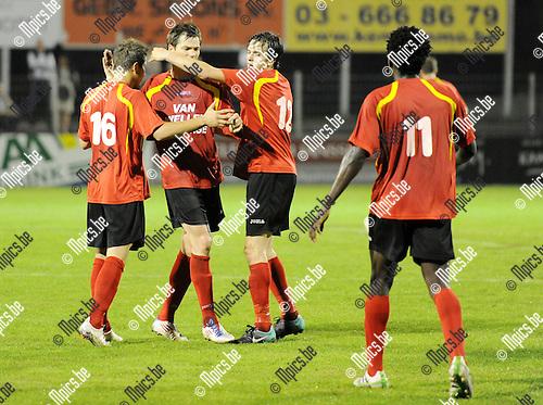 2011-10-01 / Seizoen 2011-2012 / Voetbal / Royal Kapellen Footbal Club - K Everbeur Sport Averbode / Vreugde bij de spelers van Kapellen na het 1-1 doelpunt van Sil Boeykens (3de van links)..Foto: mpics