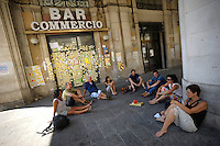 Il bar Commercio è diventato una bacheca per i post-it con messaggio dedicati alla città.The bar Commercio has become a showcase for post-it with a message dedicated to the city.