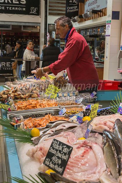 France, Gironde (33), Bassin d'Arcachon, Le Cap-Ferret, le Marché, poissonier // France, Gironde, Bassin d'Arcachon, Le Cap Ferret, the market, Fishmonger