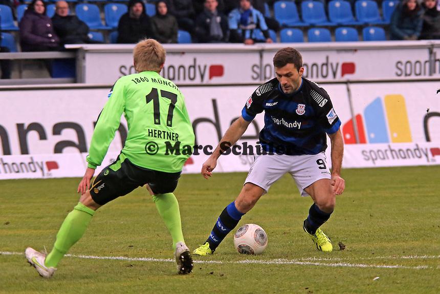 Edmond Kapllani (FSV) gegen Sebastian Hertner (1860) - FSV Frankfurt vs. TSV 1860 München Frankfurter Volksbank Stadion