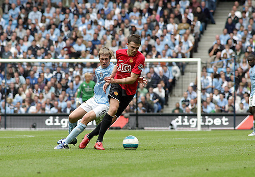 19 August 2007: Manchester United midfielder Michael Carrick turns away from Michael Johnson during the Premier League game between Man City and Man Utd, played at The City of Manchester Stadium. Manchester City won the game 1-0. Photo: Actionplus....070819 football soccer premiership derby