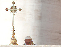Papa Francesco celebra una messa per la conclusione del Giubileo della Misericordia, in Piazza San Pietro, Citta' del Vaticano, 20 novembre 2016.<br /> Pope Francis celebrates a Mass for the conclusion of the Jubilee of Mercy, in St. Peter's Square at the Vatican, 20 November 2016.<br /> UPDATE IMAGES PRESS/Isabella Bonotto<br /> <br /> STRICTLY ONLY FOR EDITORIAL USE