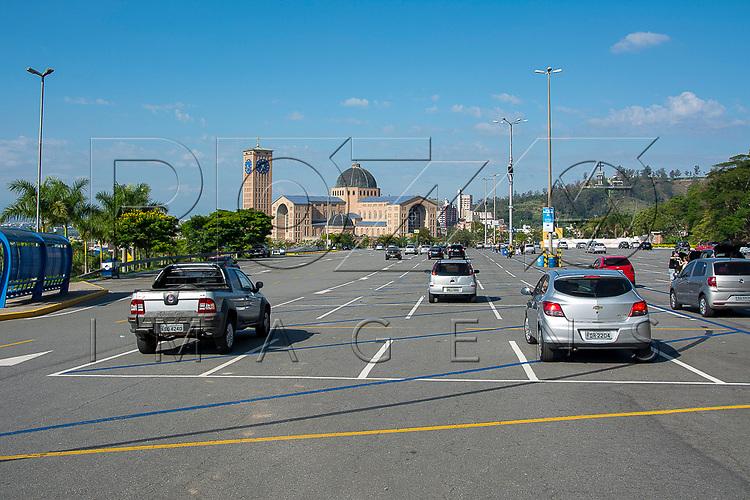 Estacionamento da Basílica Nova - Santuário Nacional de Nossa Senhora da Aparecida, Aparecida - SP, 10/2016.