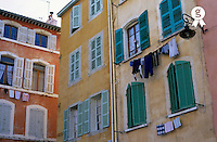 Windows and clothesline in Panier district, Marseille, France (Licence this image exclusively with Getty: http://www.gettyimages.com/detail/82406721 )