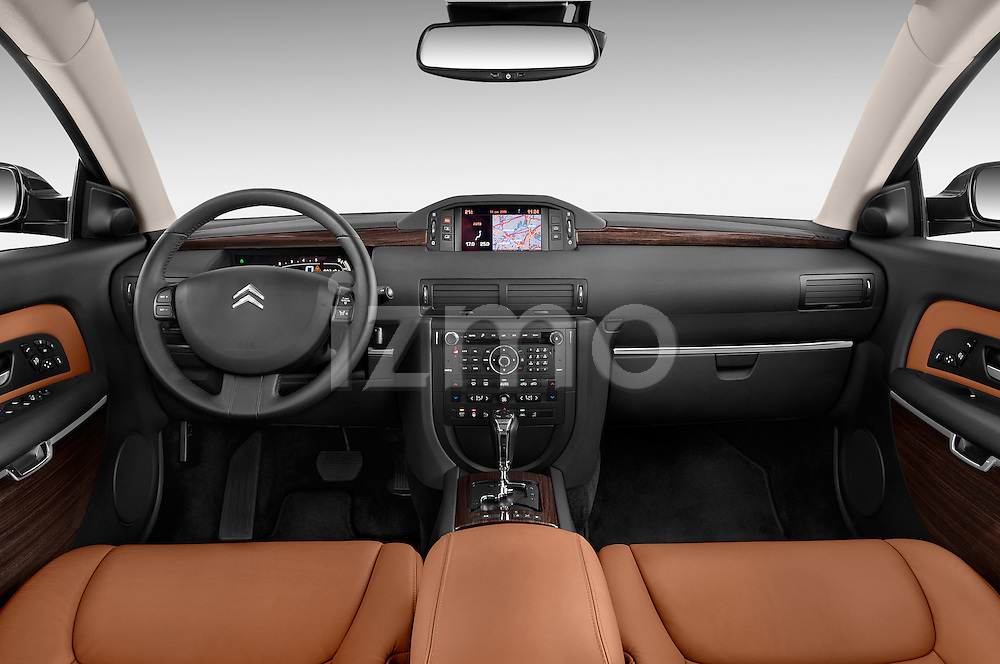Straight dashboard view of a 2005 - 2012 Citroen C6 Exclusive Sedan.