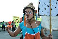 """BRASÍLIA, DF, 31.03.2016 – MANIFESTAÇÃO-DF – Manifestação a favor do governo Dilma Rousseff e do ex-presidente Luiz Inácio Lula da Silva, """"Dia Nacional de Luta pela Democracia e Contra o Golpe"""" no estacionamento do Estádio Mané Garrincha, na tarde desta quarta-feira, 31. (Foto: Ricardo Botelho/Brazil Photo Press)"""