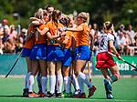 BLOEMENDAAL -  Nine Rijna (Bldaal) heeft gescoord en  tijdens de tweede Play Out wedstrijd hockey dames, Bloemendaal-MOP (5-1). COPYRIGHT KOEN SUYK