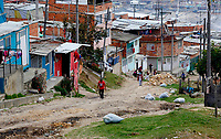 SOACHA, COLOMBIA - APRIL 15: Families wait for the local government workers to deliver food to the community during the mandatory preventive quarantine to prevent the spread of the new coronavirus in Soacha Colombia on April 15, 2020. Soacha's mayor visited the slums of the town handing out baskets of food to help families in difficult financial times due to Covid-19 pandemic. (Photo by Leonardo Munoz/VIEWpress via Getty Images)
