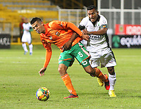 BOGOTA -COLOMBIA- 16-08-2013.Wilson Morelo (Der)  de La Equidad  disputa el balon  contra Andres Orozco ( Izq)  del Envigado Futbol Club ,  partido correspondiente a la cuarta fecha de La  Liga Postobonn segundo semestre disputado en el estadio  de Techo / Wilson Morelo (Right) of the Equity dispute the ball against Andres Orozco (Left) of Envigado Futbol Club, game in the fourth round of the second half Postobonn League match at the Stadium Roof<br />  . Photo: VizzorImage /Felipe Caicedo  / STAFF