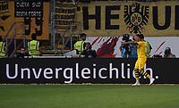 Jadon Sancho (Borussia Dortmund) erzielt das Tor zum 1:2 gegen Torwart Kevin Trapp (Eintracht Frankfurt) und jubelt - 22.09.2019: Eintracht Frankfurt vs. Borussia Dortmund, Commerzbank Arena, 5. Spieltag<br /> DISCLAIMER: DFL regulations prohibit any use of photographs as image sequences and/or quasi-video.