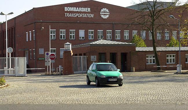Entlassungen bei Bombardier in Hennigsdorf<br /> Nach Plaenen der Firmenleitung des kanadischen Schienenfahrzeugherstellers Bombardier, sollen im Werk Hennigsdorf (Brandenburg) 450 Mitarbeiter entlassen werden. Zurzeit sind 2450 Mitarbeiter in dem ehemaligen ADtrans-Werk beschaeftigt.<br /> 12.10.2002, Berlin<br /> Copyright: Christian-Ditsch.de<br /> [Inhaltsveraendernde Manipulation des Fotos nur nach ausdruecklicher Genehmigung des Fotografen. Vereinbarungen ueber Abtretung von Persoenlichkeitsrechten/Model Release der abgebildeten Person/Personen liegen nicht vor. NO MODEL RELEASE! Nur fuer Redaktionelle Zwecke. Don't publish without copyright Christian-Ditsch.de, Veroeffentlichung nur mit Fotografennennung, sowie gegen Honorar, MwSt. und Beleg. Konto: I N G - D i B a, IBAN DE58500105175400192269, BIC INGDDEFFXXX, Kontakt: post@christian-ditsch.de<br /> Bei der Bearbeitung der Dateiinformationen darf die Urheberkennzeichnung in den EXIF- und  IPTC-Daten nicht entfernt werden, diese sind in digitalen Medien nach &sect;95c UrhG rechtlich geschuetzt. Der Urhebervermerk wird gemaess &sect;13 UrhG verlangt.]