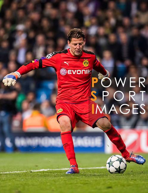 Goalkeeper Roman Weidenfeller of Borussia Dortmund in action during the 2016-17 UEFA Champions League match between Real Madrid and Borussia Dortmund at the Santiago Bernabeu Stadium on 07 December 2016 in Madrid, Spain. Photo by Diego Gonzalez Souto / Power Sport Images